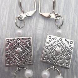 Metal and Pearls Dangle Earrings